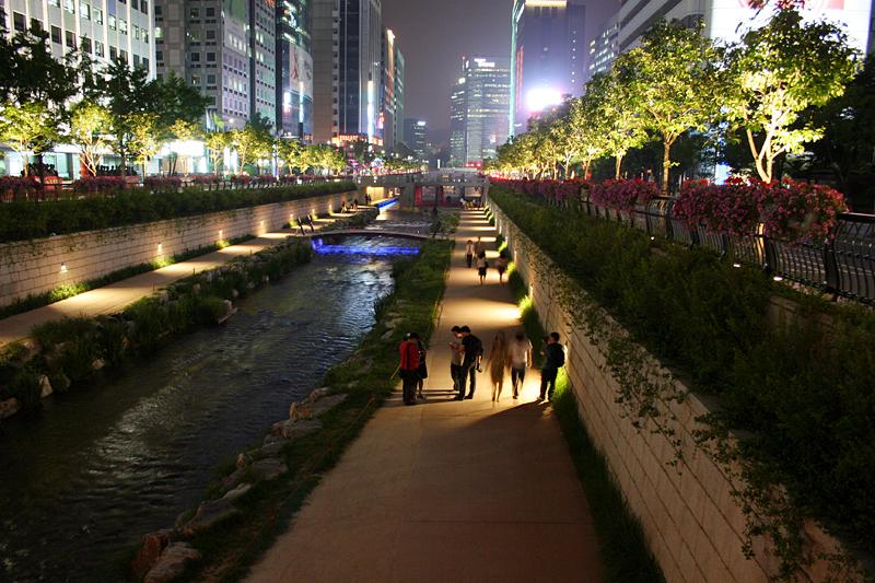 Parque Cheonggyecheon. ©d'n'c, vía Flickr.