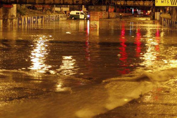 inundación paso bajo nivel Gran Avenida