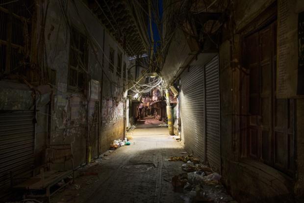 Calcuta (1.44 am). © Gavin Evans