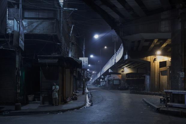 Calcuta (2:33 am). © Gavin Evans
