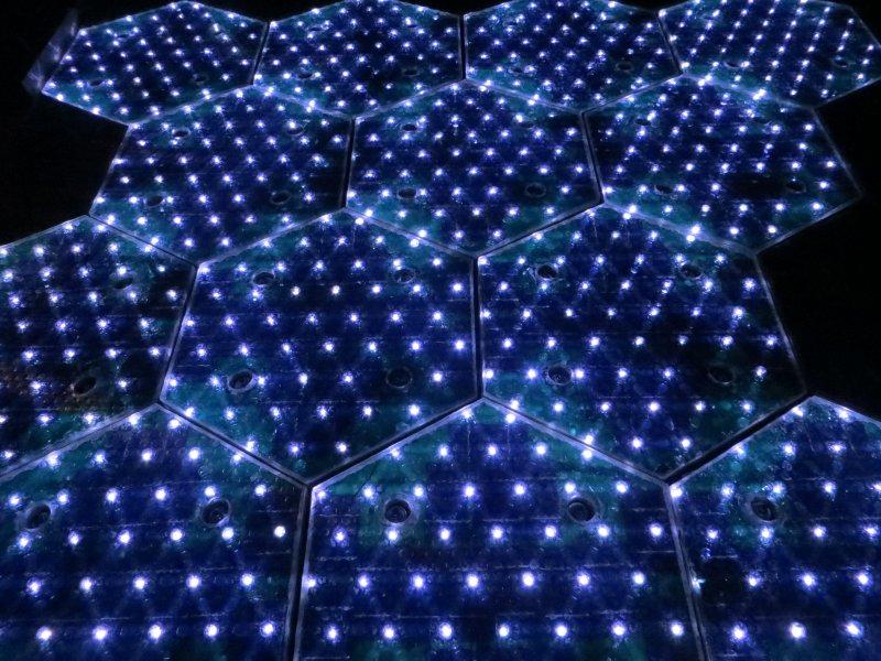Luces LED en paneles solares Solar Roadways