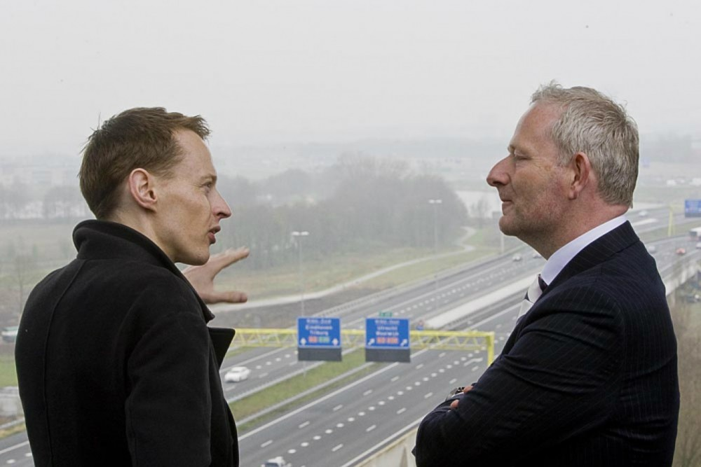 Smart-Highway-Glowing-Lines-Daan-Roosegaarde-14