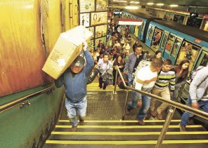 norma prohibición bultos en metro de santiago