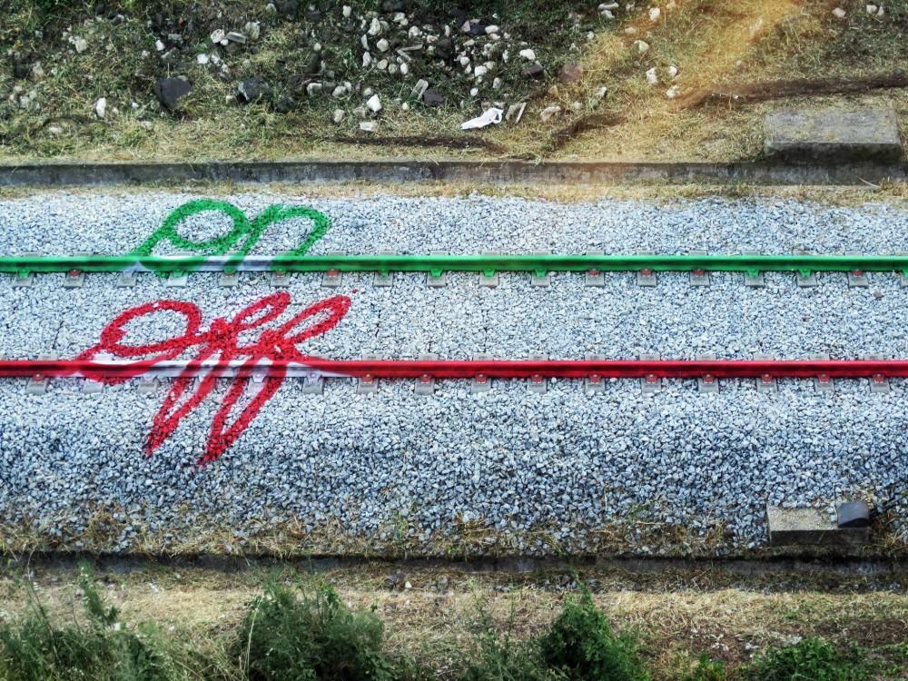 """Online/Offline"", por Aka Bordalo II."