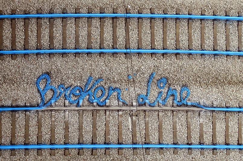 """""""Broken Line"""", por Aka Bordalo II."""