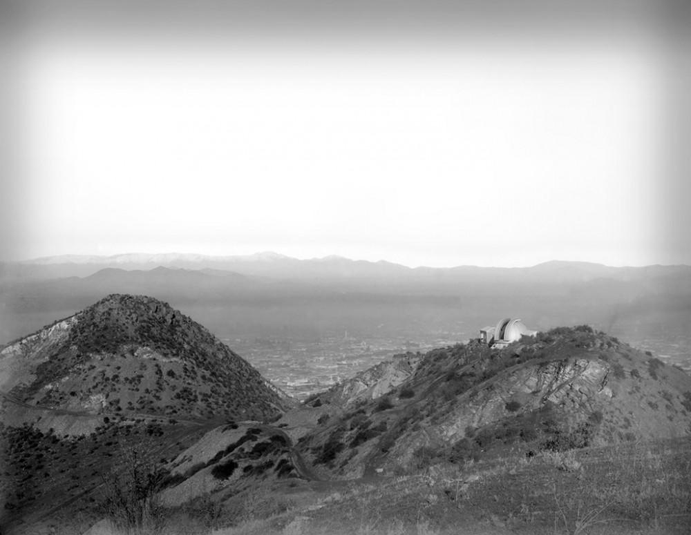 Observatorio Manuel Foster - Vista general al Cerro San Cristóbal con observatorio Manuel Foster. Archivo Parque Metropolitano. Cortesía Lugares de Ciencia
