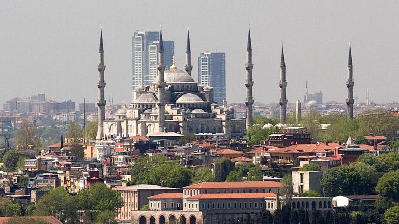 Demolición rascacielos en Estambul
