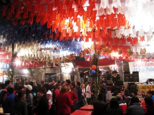 Interior de fonda en Calera de Tango, Santiago (2010). Image © Osmar Valdebenito [Flickr]
