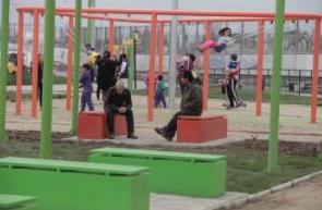 Sitios eriazos plazas reciclaje celulares Junto al Barrio