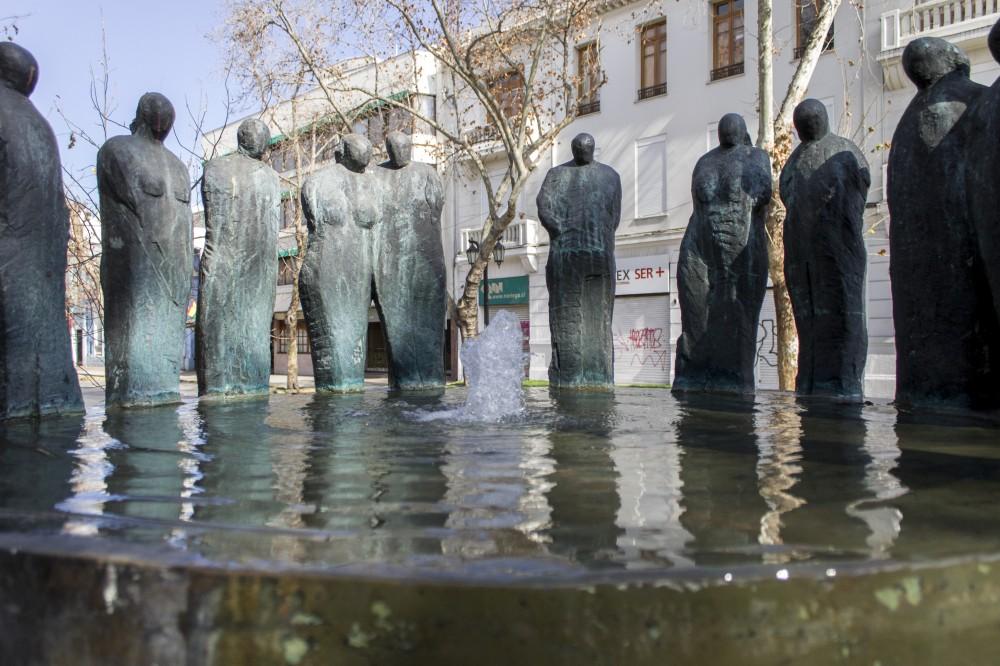 """""""Fuente del Encuentro"""" de  Mario Irarrázabal. © Andrea Manuschevich para Plataforma Urbana."""