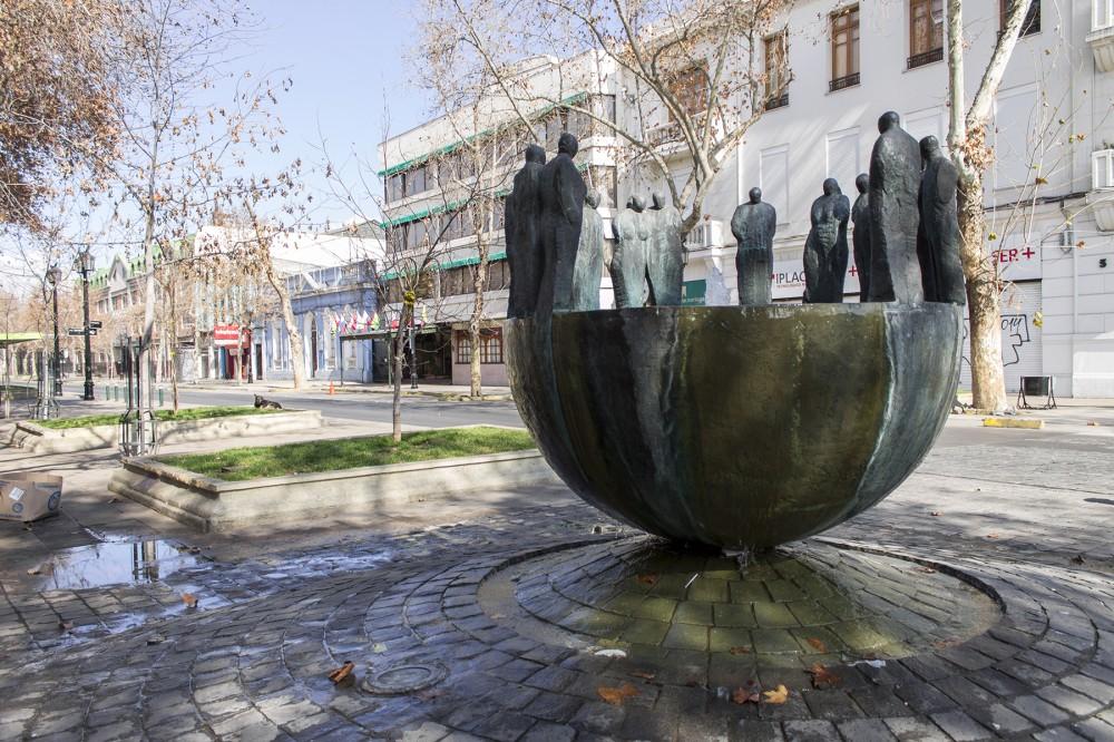 Fuente del Encuentro de Mario Irarrázabal Covarrubias en Barrio República 3