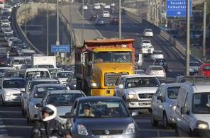 Camiones en La Pirámide restricción