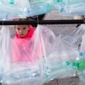 Laberinto de residuos plasticos luzinterruptus 13