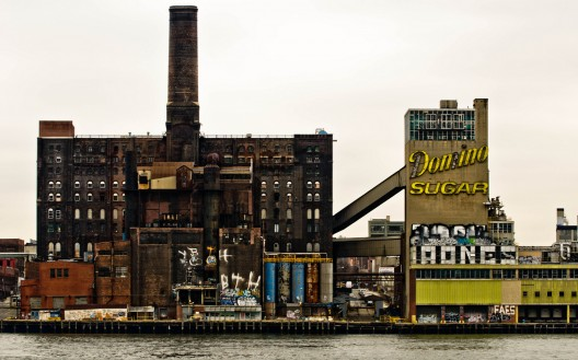 Instalaciones de Domino Sugar Factory. Image © asf_nyc [Flickr]