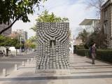 """""""Doble relieve y columna"""" de Federico Assler en el Paseo de las Esculturas de Las Condes. © Andrea Manuschevich para Plataforma Urbana"""