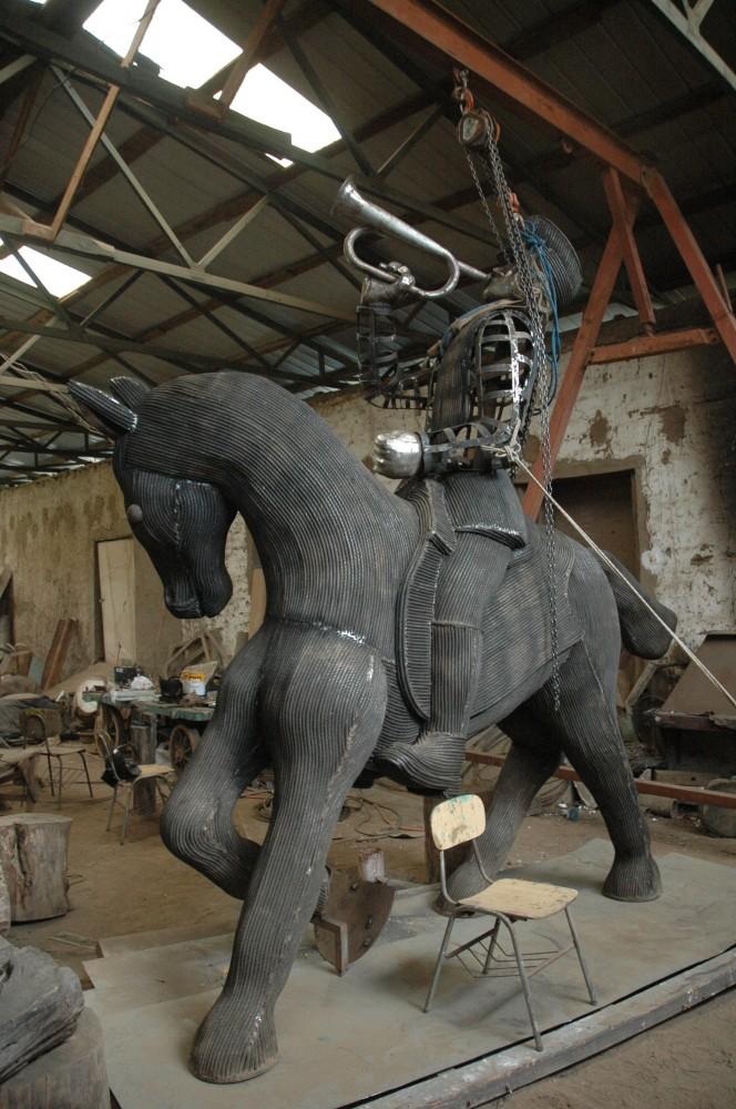 """Hernán Puelma, caballo parte de la Obra escultórica """"Homenaje al la caballería del 79"""", Parque Inés de Suarez, Providencia, Stgo"""