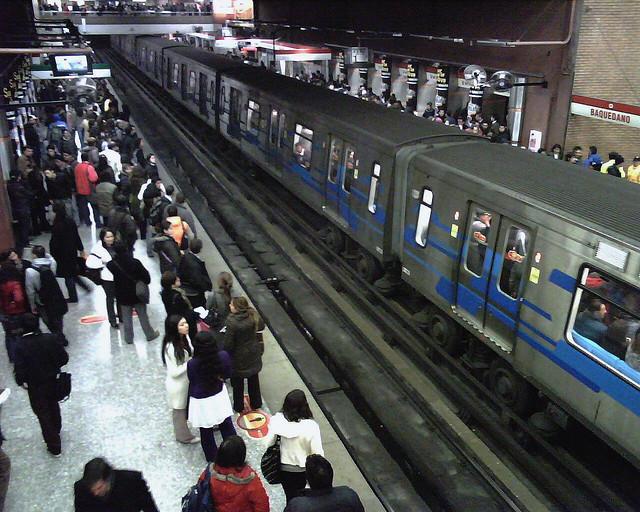 Metro de Santiago © alobos Life, via Flickr.