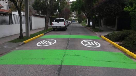 Zona 30 en calle Ruperto Correa, Providencia. Cortesía Municipalidad de Providencia.