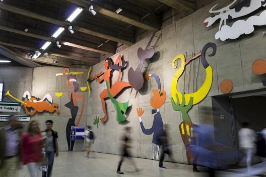 """""""Declración de amor"""" en el metro Baquedano. © Andrea Manuschevich para Plataforma Urbana"""