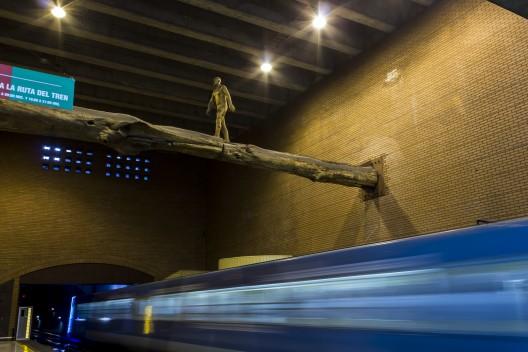 """""""El Puente"""" de Osvaldo Peña. © Andrea Manuschevich para Plataforma Urbana."""