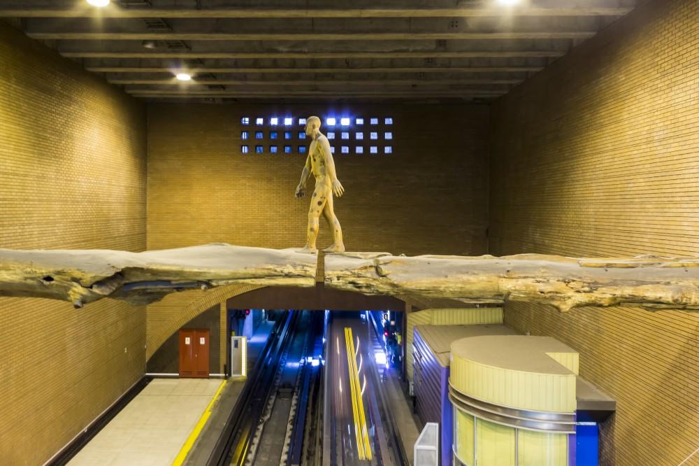 el puente osvaldo pena escultura metro baquedano andrea manuschevich para plataforma urbana 4