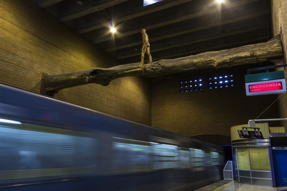 el puente osvaldo pena escultura metro baquedano andrea manuschevich para plataforma urbana 5
