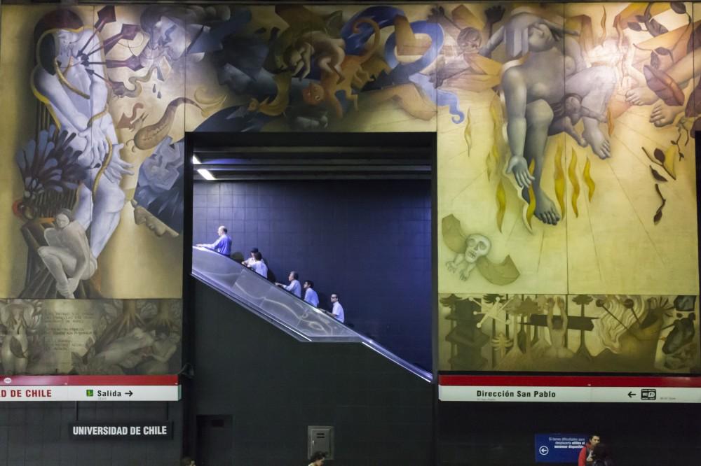 """""""Memoria Visual de una Nación"""" de Mario Toral. © Andrea Manuschevich para Plataforma Urbana."""