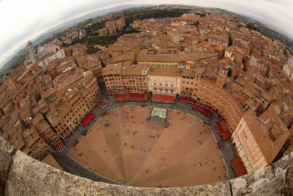 Piazza del Campo, Siena (Italia) © schoeband, vía Flickr.