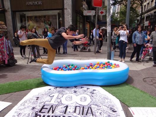 """""""Piscina de pelotas"""" en 100 en 1 Día Santiago 2014. Cortesía Equipo 100 en 1 Día."""