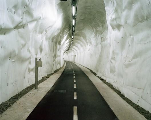 Túnel em San Sebastián, Espanha. Foto: Ander Gortazar Balerdi / Guardian Witness.