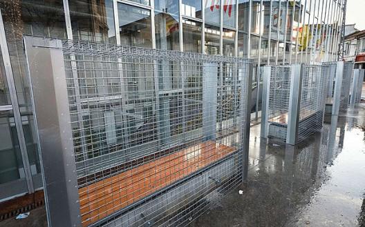 Bancas enrejadas en Angouleme . Imagen vía Telegraph