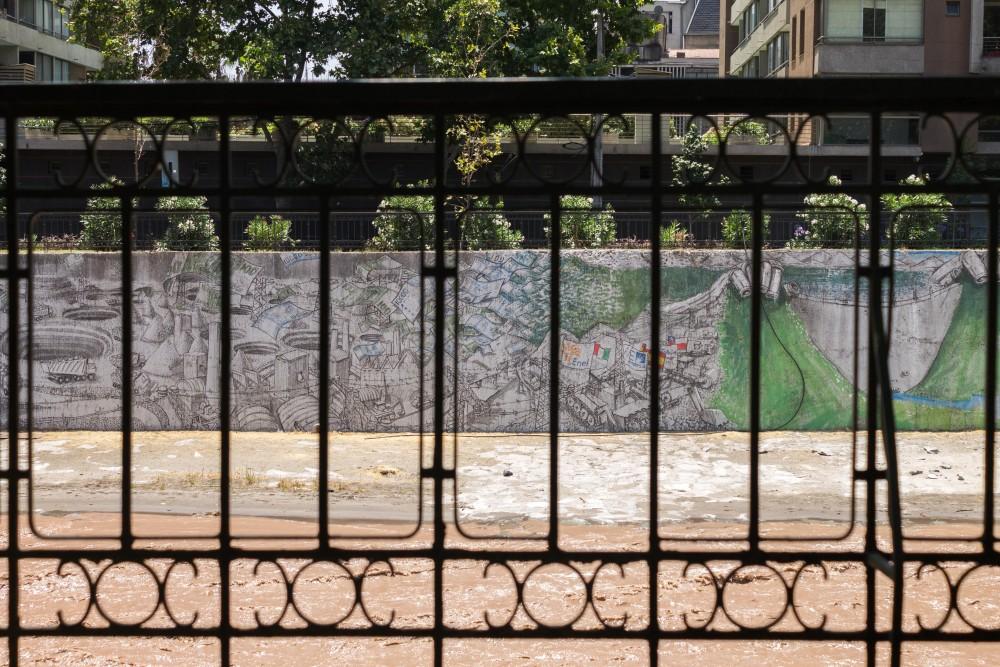 mural de blu en rio mapocho andrea manuschevich para plataforma urbana 1