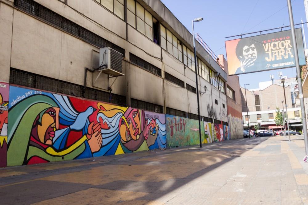 Brigada Ramona Parra Estadio Victor Jara por Andrea Manuschevich para Plataforma Urbana