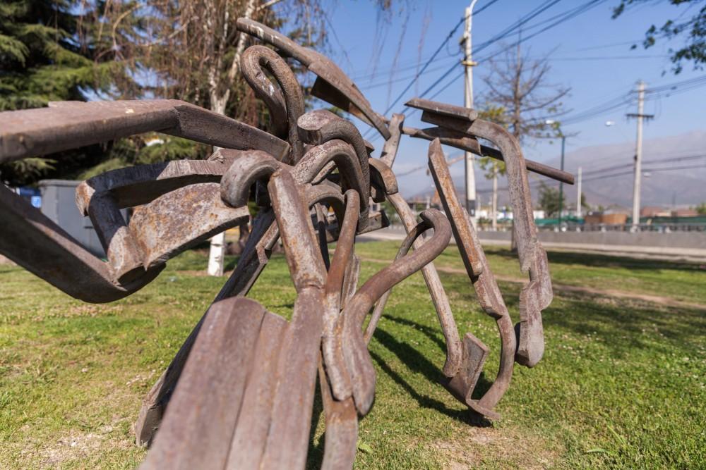 Escultura Tim Scott en La Dehesa por Andrea Manuschevich para Plataforma Urbana 3