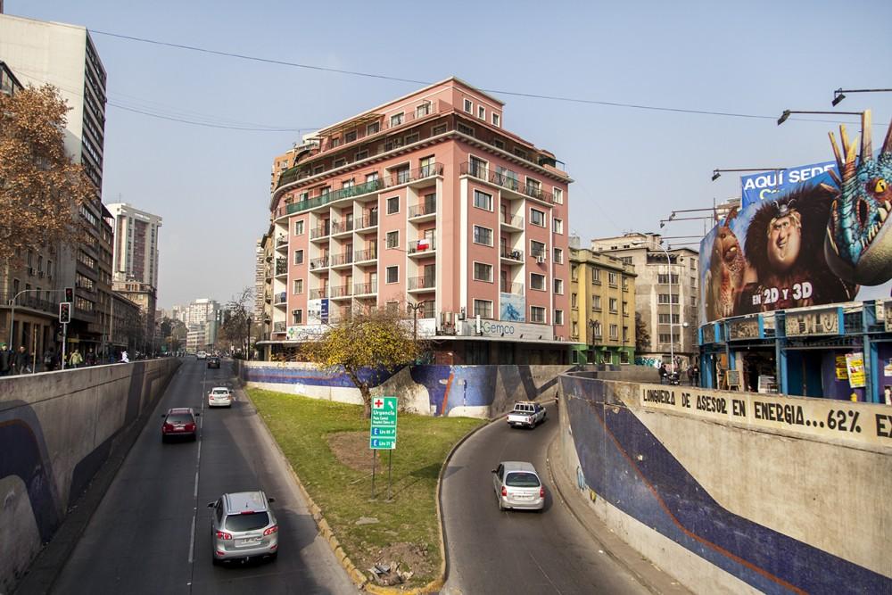 mural paso bajo nivel santa lucia 5 por andrea manuschevich para plataforma urbana