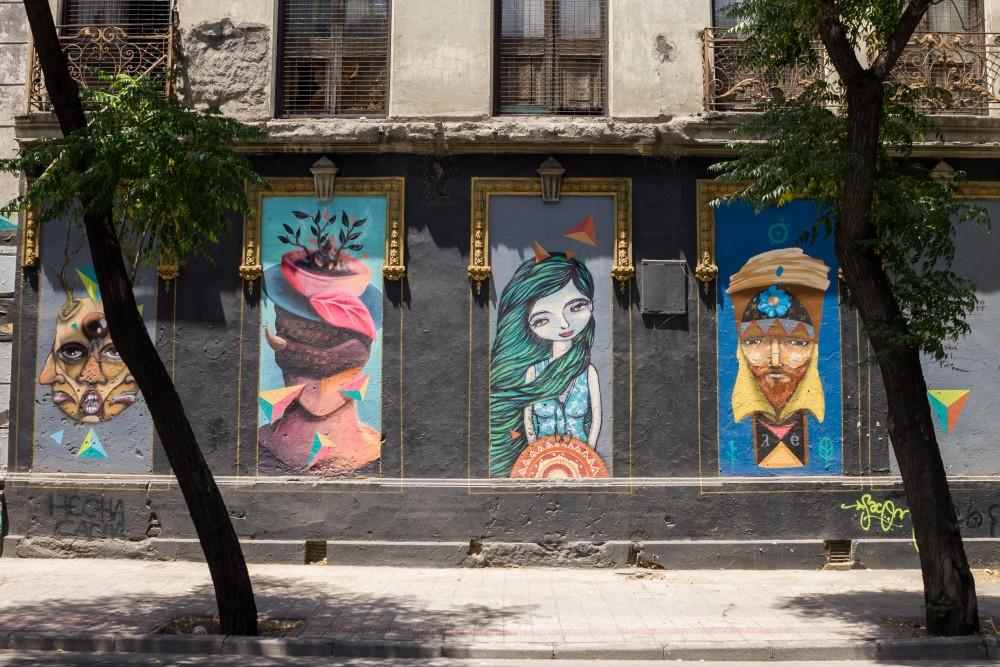 Mural Retratos Elementales por Andrea Manuschevich para Plataforma Urbana