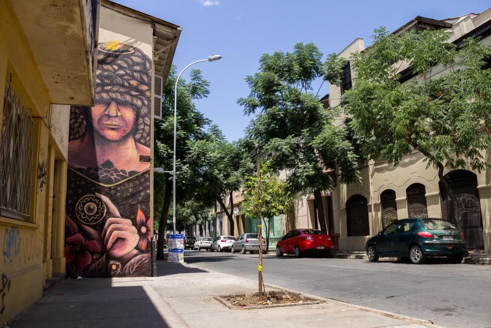 Mural Rodrigo Estoy Barrio Yungay 3 por Andrea Manuschevich para Plataforma Urbana