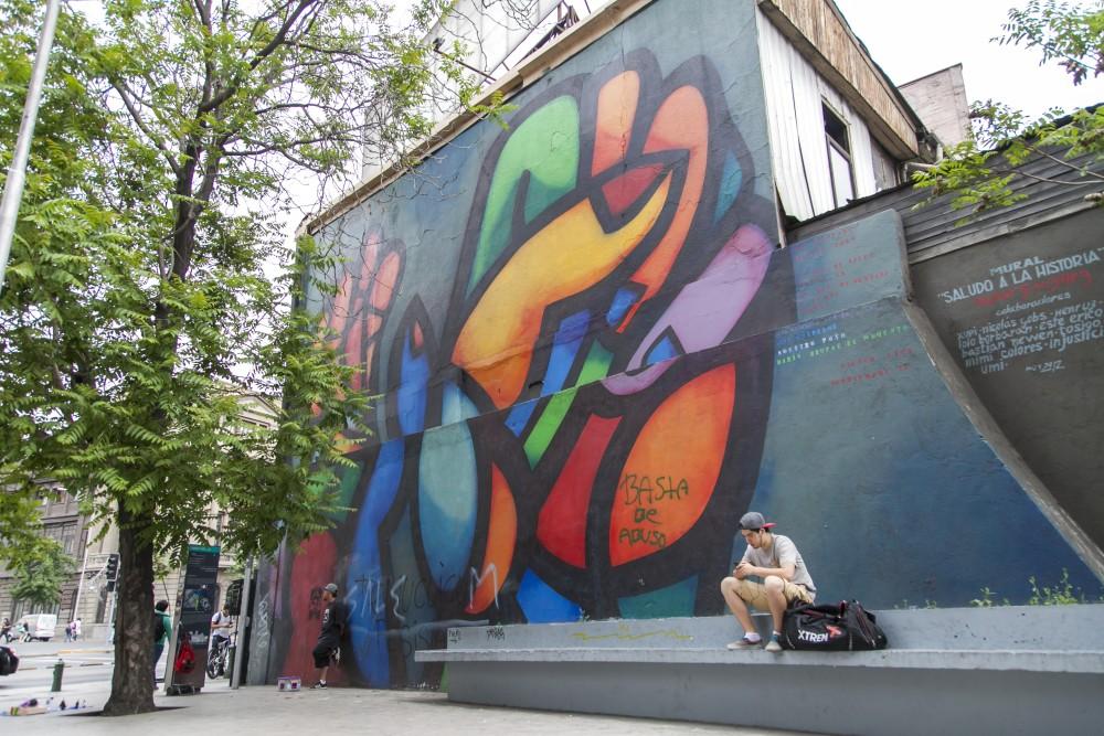 mural saludo a la historia de mono gonzalez y colaboradores por andrea manuschevich para plataforma urbana