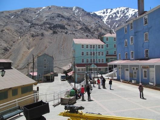 Campamento Minero Seweell, a 64 km de Rancagua. © Tae Sandoval Murgan, vía Wikimedia Commons.
