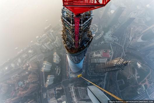Vista de Jin Mao Tower desde el Shanghai Tower. Imagen © Vitaliy Raskalov, ontheroofscom@gmail.com