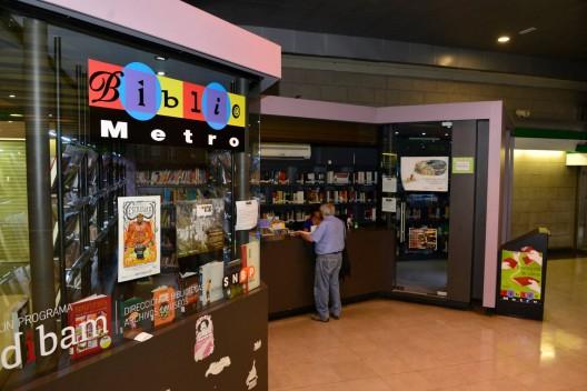 Bibliometro en estación Quinta Normal (L5). Fuente Metro de Santiago, via Facebook.