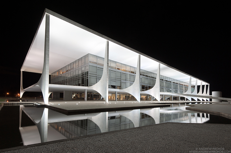 524c7f92e8e44ecb1700040a_night-photographs-of-oscar-niemeyer-s-brasilia-win-at-the-2013-international-photography-awards_andrew-prokos-planalto-night-9