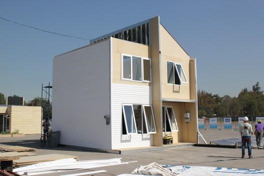 Casa Modulo Huella Solar Foto por Construye via Plataforma Arquitectura