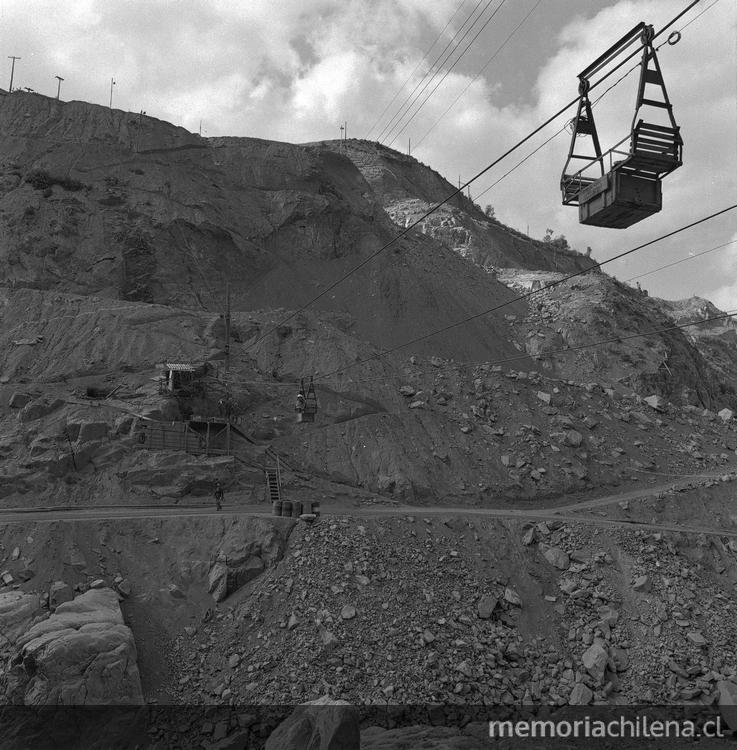 Panoramica de las obras de construcción de la Central Hidroelectrica Rapel, hacia 1960