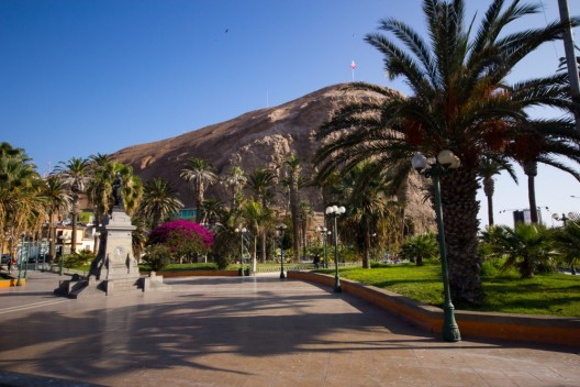 Plaza Vicuña Mackenna en Arica. © Armando Torrealba para Plataforma Urbana.