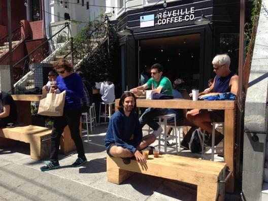Frontis de Reveiville Café en San Francisco. Fuente: Streets Blog.