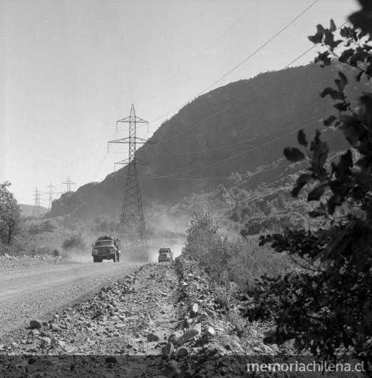 Torres de conduccion desde la Central Hidroelectrica Antuco, 1980