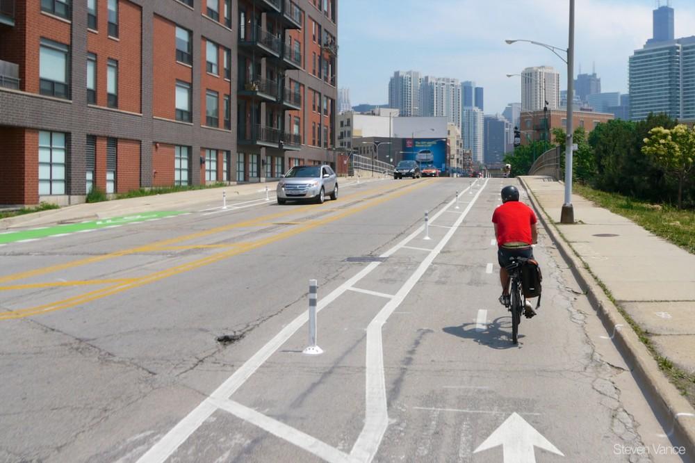 Avenida Milwaukee en  Chicago. © Steven Vance, vía Flickr.