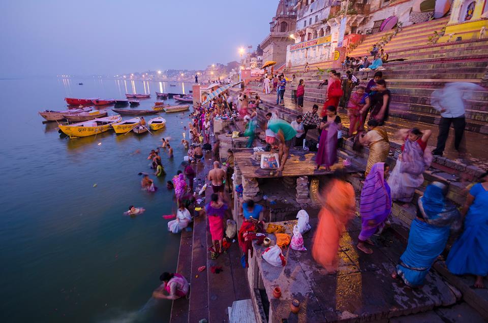 CBRE Urban Photographer Competition. Busy Ghats por Ayan Mukherjee