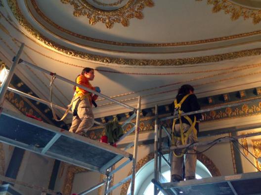 Restauración en el Salón Imperio del Palacio Rioja. Cortesía de @arqcavm, vía Twitter.